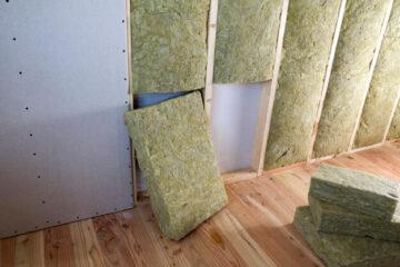placas-paneles-yeso-aisladas-lana-roca-personal-fibra-vidrio-barrera-fria